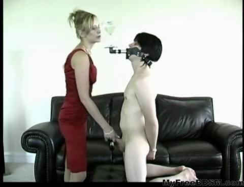 Porn pic Mom shaves sons cock