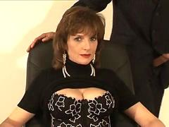 Mature brit Lady Sonia cumshot