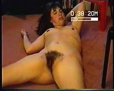 Amateur Hollys has a very hairy cunt she rubbs
