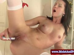 Juicy cherry hottie with a toothbrush stimulates her clit