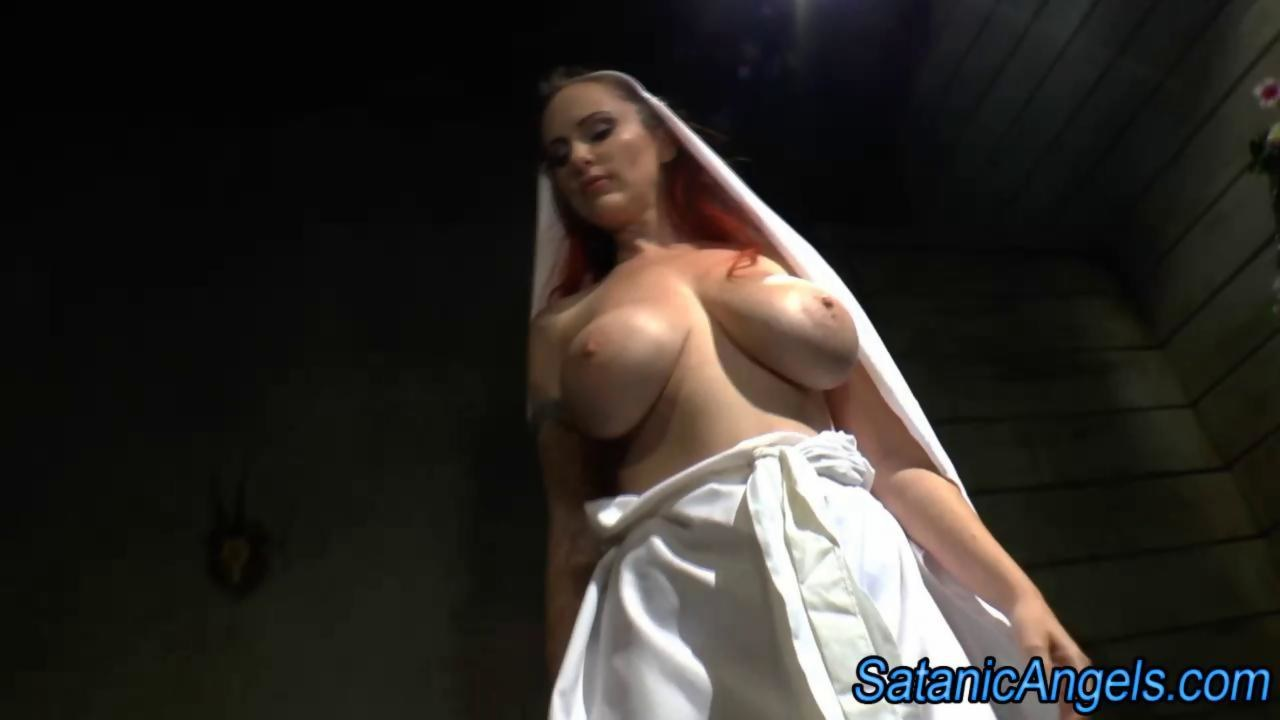 you milf twerking lick penis and pissing about will