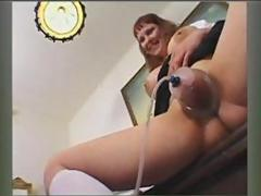 Smutty tart in lingerie gets her pussy pumped