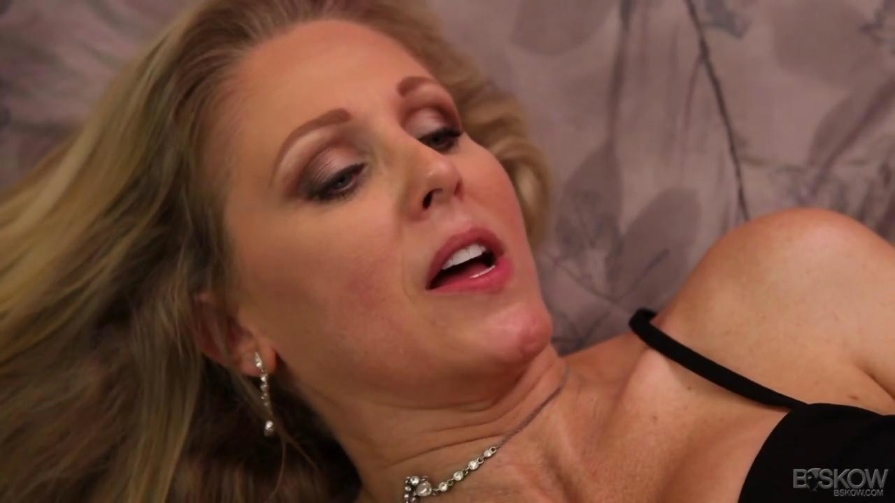 Stepmom julia ann has a threesome with the maid abby lee