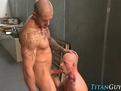 Rimmed muscly hung dude