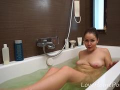 Bathtub adventure of the cock-loving amateur girl