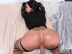Big booty MILF pornstar needs some hard pussy fucking