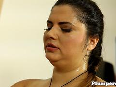 Mature plumper facesitting before penis pump