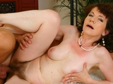 Mature Evelyn gets her hairy pussy fucked