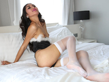 Asian shemale Y masturbates her dick in solo