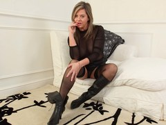Brunette mature masturbates in stockings on the couch